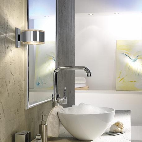 badezimmer lampen neben spiegel